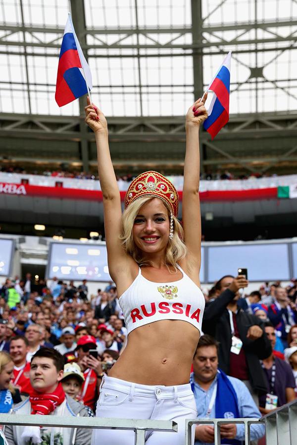 Trong hai trậnNatalya đến sân cổ vũ, tuyển Nga đều giành chiến thắng. Ở trận ra quân, họ đánh bại Arab Saudi với tỷ số 5-0. Ở trận thứ hai, đội chủ nhà giành chiến thắng 3-2 trước Ai Cập.