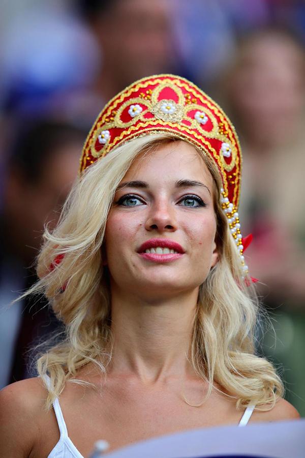 Natalya là một fan bóng đá đích thực. Năm 2016, cô cũng đến Pháp cổ vũ cho tuyển Nga ở Euro 2016.