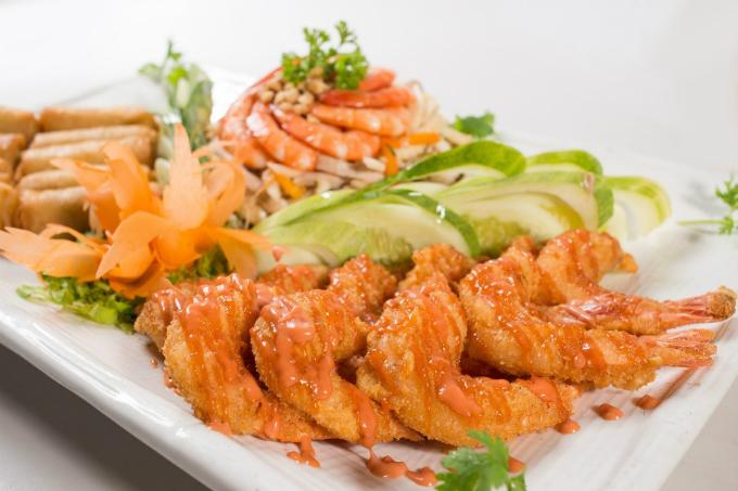 Hơn 40 thực đơn được đổi mới, cập nhật theo mùa và phong cách ẩm thực phong phú tại Bách Việt.