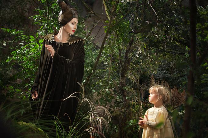 Jolie và bé Vivienne trong Maleficent.
