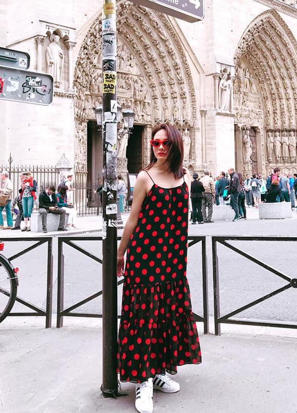 Nàng dâu quốc dân Bảo Thanh ăn diện trẻ trung khi đi du lịch ở nước ngoài.
