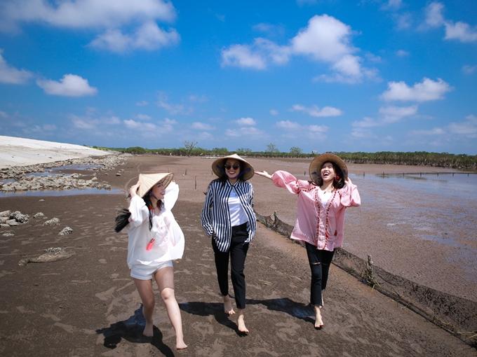 Bộ ba Diệu Nhi, Sĩ Thanh, Yaya Trương Nhi vừa có chuyến công tác ghi hình chương tr