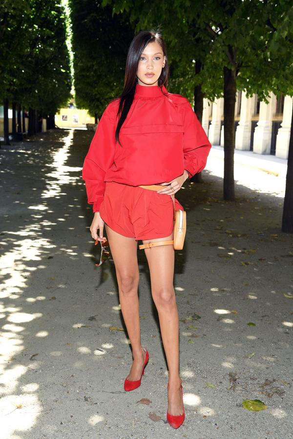 Dàn sao diện đồ bảy sắc cầu vồng ở show Louis Vuitton