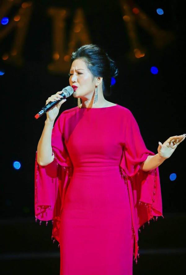 Đinh Hiền Anh đẹp nền nã trong đêm nhạc của Bằng Kiều (Em xin edit) - page 2