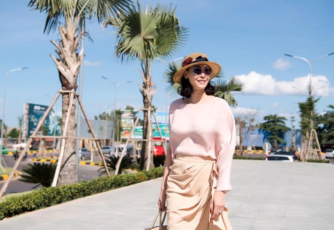 Dù không còn hoạt động nghệ thuật nhưng Hà Kiều Anh vẫn góp mặt trong nhiều sự kiện của làng giải trí. Chị hiện có cuộc sống hạnh phúc, viên mãn bên ông xã thành đạt và 3 con đủ cả trai lẫn gái.