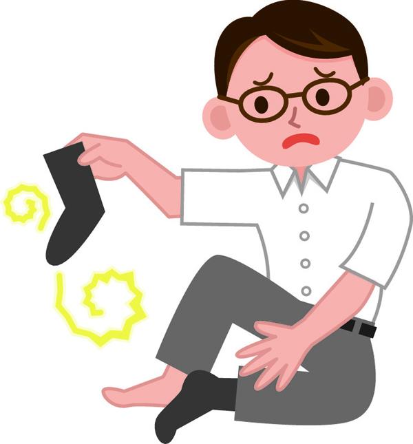 Mùi hôi chân Mùi hôi chân đa phần do nấm gây ra. Bạn nên vệ sinh chân sạch sẽ mỗi ngày, thay tất đều đặn và sử dụng kem chống nấm.
