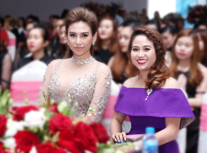 Đây là lần đầu Võ Hoàng Yến tham gia làm giám khảo một cuộc thi làm móng. Cô bất ngờ vì có nhiều nghệ nhân làm nail nổi tiếng đăng ký tham dự.