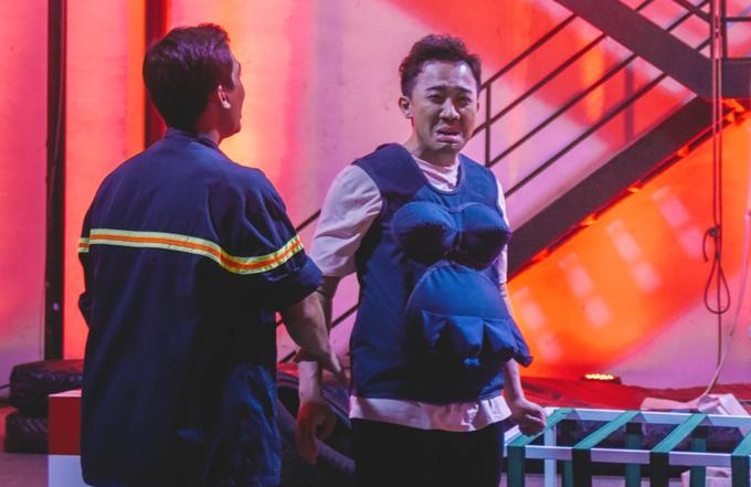 Trấn Thành - Hari Won bế bụng bầu học phòng cháy chữa cháy - 4