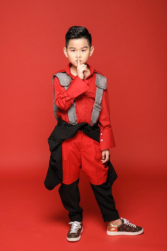 Bên cạnh niềm yêu thích với công việc người mẫu, bé Phong Vinh còn có khả năng diễn xuất và từng tham gia một số phimđiện ảnh, truyền hình.