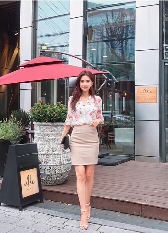 Ngày cuối tuần ở công sở, phái đẹp thường có sở thích ăn mặc trẻ trung để tránh phong cách chỉn chu kéo dài trong cả tuần.
