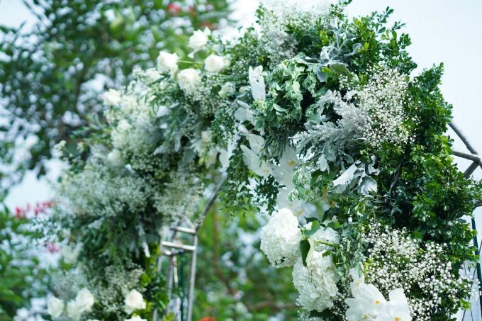 Lễ cưới chơi trội với hơn 1.000 cành hoa lan hồ điệp của Tú Lơ Khơ - 5