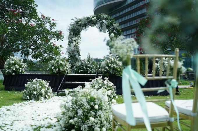 Lễ cưới chơi trội với hơn 1.000 cành hoa lan hồ điệp của Tú Lơ Khơ - 9