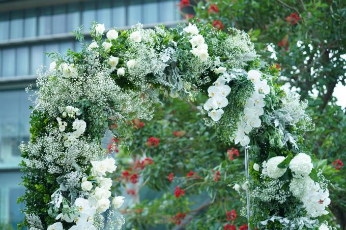 Ý tưởng trang trí và cách thức bày biện hôn lễ ngoài trờiđi theoconcept lễ ăn hỏivừa diễn ra ngày 18/6 của Tú Lơ Khơ.