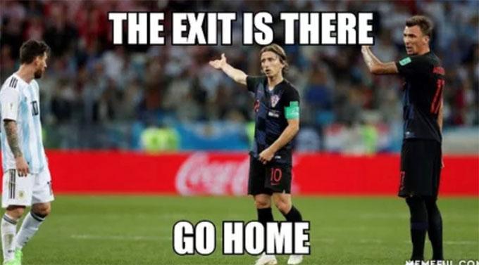 Modric và đồng đội chỉ đường cho Messi biết hướng để về nhà, sau khi bị loại.
