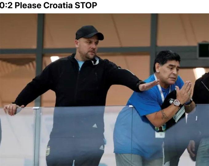 Khi tỷ số là 2-0 cho Croatia, Maradona ra giấu xin hãy dừng lại. Cậu bé vàng có mặt trên khán đài để chứng kiến trận đấu.