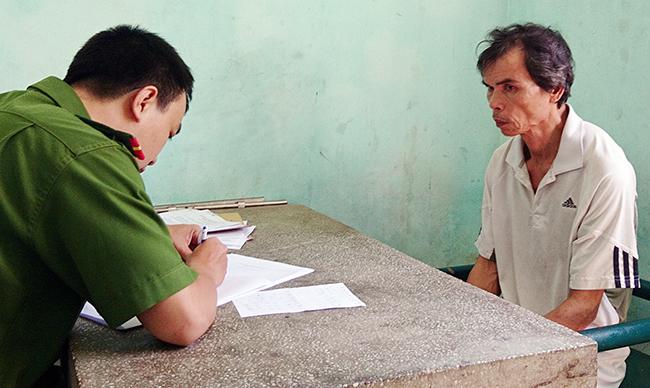 Ông Văn Quý Phương tại cơ quan điều tra. Ảnh: C.A.