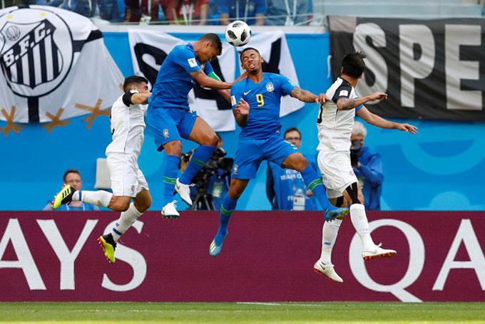 Neymar bị VAR tước penalty, Brazil thắng nhọc phút cuối - 1