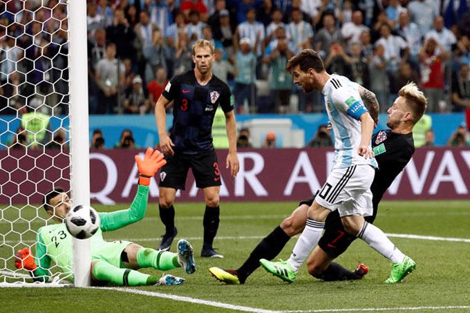 Messi không có sự hỗ trợ tốt từ các đồng đội. Ảnh: AP.