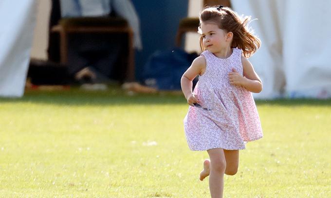 Công chúa Charlotte ngày càng được nhiều người yêu mến bởi vẻ đáng yêu và phong thái tự tin. Ảnh: Hello Magazine.
