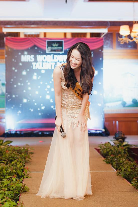 Mặc dù ca hát không phải là sở trường nhưng Dương Thuỳ Linh vẫn cố gắng hể hiện giọng ca qua bài hát mang phong cáchnhạc kịch Part of your world, nhạc phim The Little Mermaid.