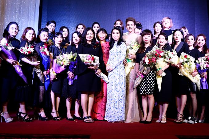 Cuộc thi Nail Artist Cup 2018 nhằm tập hợp và tổ chức các nghệ nhân làm móng thành một hiệp hội và giới thiệu quy mô, tầm vóc, tay nghề của cộng đồng nails Việt. Cuộc thi diễn ra vào ngày 19/8 tại Nhà thi đấu Phú Thọ, TP HCM.
