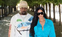 Kim trở lại Paris sau lần bị nhóm cướp trói vào nhà tắm