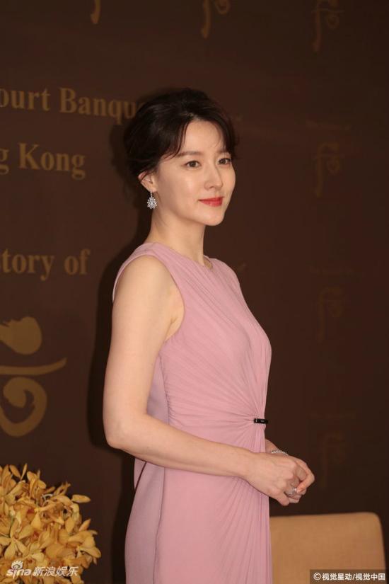 Lee Young Ae cho biết thời gian này, côđangđóng một bộ phim cổ trang, tác phẩm dự kiến ra mắt khán giả vào năm tới.