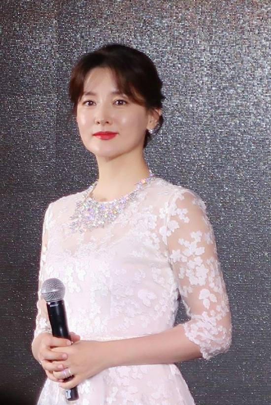 Lee Young Ae tuổi47 vẫn giữđược vòng eo thon thả - 8