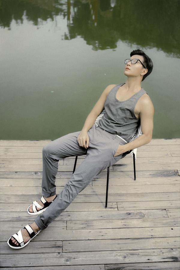 Bộ ảnh được thực hiện với sự hỗ trợ của nhiếp ảnh Móm Nguyễn, stylist Danielle Hoàng.
