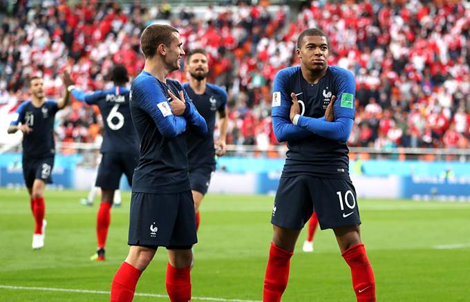 Mbappe mừng bàn thắng cùngGriezmann. Ảnh: FIFA.
