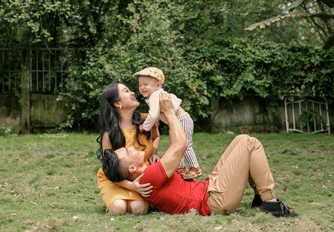 Hồng Phượng thấy mình may mắn vì có một người chồng giỏi giang, tâm lý với vợ con.