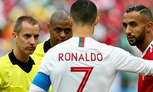 Trọng tài phủ nhận xin áo đấu của C. Ronaldo