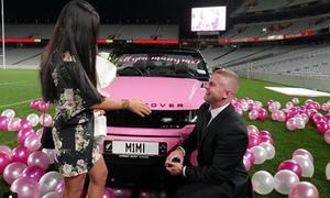 Thuê trực thăng và cả sân vận động để cầu hôn bạn gái