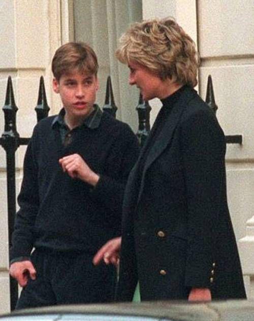 Công nương Diana bên con trai cả William trước khi qua đời vì tai nạn xe hơi năm 1997. Ảnh: Pinterest.