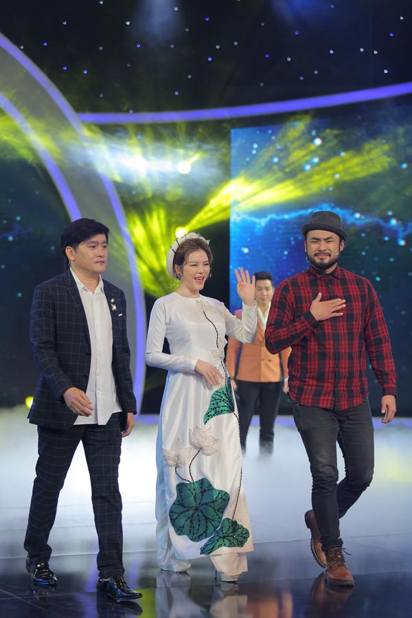 Đồng hành với Lý Nhã Kỳ ở ghế giám khảo của Ảo thuật siêu phàm là 2 ảo thuật gia gốc Việt nổi tiếng thế giới -Petey Majik (phải) và Palmas Nguyên.