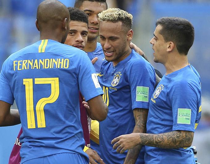 Đây là bàn thắng đầu tiên của Neymar tại World Cup lần này. Anh là niềm hy vọng số một của tuyển Brazil, phải chịu nhiều áp lực từ đầu giải.