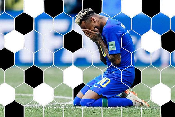 Sau khi ghi bàn, Neymar quỳ xuống sân ôm mặt khóc.