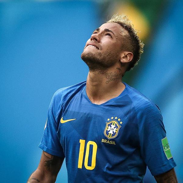 Trên trang cá nhân, Neymar tiết lộ lý do khóc sau khi ghi bàn: Tôi khóc vì vui mừng, vì vượt qua được những khó khăn, áp lực và vì chiến thắng. Mọi thứ trong đời tôi chưa bao giờ dễ dàng, ngay cả bây giờ. Giấc mơ vẫn còn tiếp tục. À, không phải là giấc mơ, gọi là mục tiêu thì đúng hơn