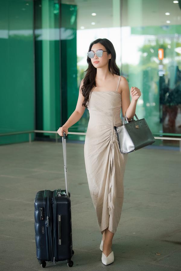 Chi Pu đọ vẻ sành điệu với Đỗ Mỹ Linh ở sân bay - 9