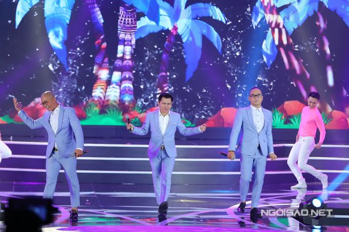 Trước khi công bố kết quả, nhóm MTV mang đến không khí sôi động với bản mash-up ba ca khúc: Sóng tình - Yêu đời - Hương thơm diệu kỳ.