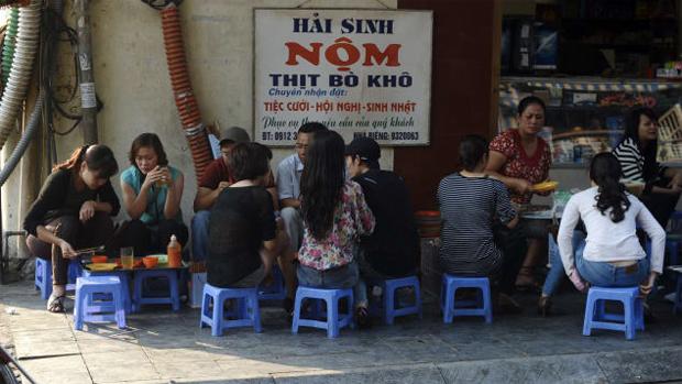 Du khách Tây gợi ý 7 điều thú vị ở Hà Nội về đêm - 1