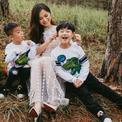Lâm Vỹ Dạ một mình đưa 2 con trai đi du lịch