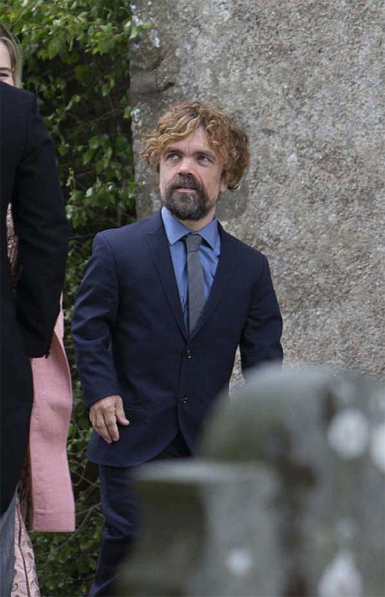 Nam diễn viênPeter Dinklage cũng tới Scotland chúc mừng bạn diễn.