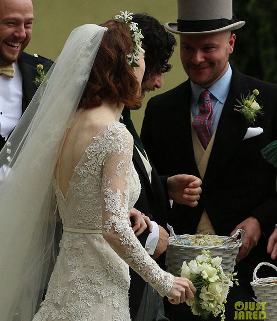 Tình yêu đẹp của cặp sao được đông đảo bạn bè đồng nghiệp và người hâm mộ chúc phúc.