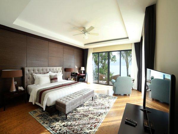Vinpearl Nha Trang Bay Resort & Spa sở hữu tầm nhìn đẹp hướng ra biển xanh với giá từ 2,7 đến 19,32 triệu đồng.