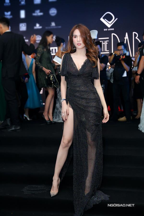 Ngọc Trinh show diễn của Đỗ Long tối 24-6