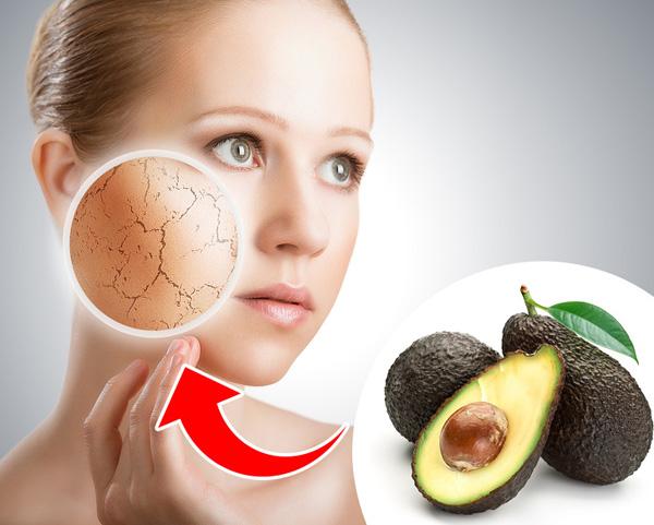 Trị da khô Quả bơ rất giàu dưỡng chất, là thành phần dưỡng ẩm cho da hiệu quả. Nếu làn da khô nẻ, hãy dùng nửa quả bơ nghiền nhuyễn, thêm vài giọt dầu ô liu rồi thoa hỗn hợp lên da đã được làm sạch. Để khoảng 20 phút thì lau sạch đi và thoa thêm kem dưỡng ẩm.