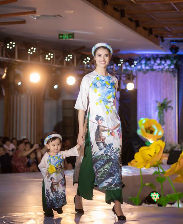 Á hậu Hoàng Anh catwalk cho Ngọc Hân sau thời gian vắng bóng - 3