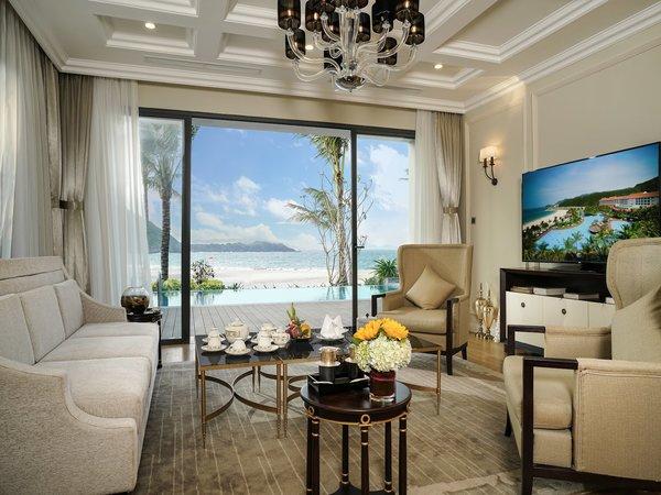 Du khách cũng có thể đến Vinpearl Nha Trang Resort mang phong cách Á Đông của vùng văn hóa Chăm, kết hợp kiến trúc Pháp cổ điển với giá 3 - 20,4 triệu đồng.