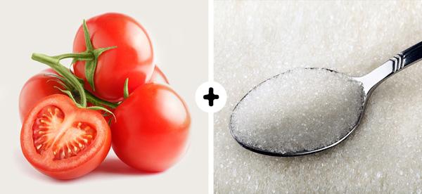 Trị da dầu Nếu có làn da dầu, bạn hãy dùng một quả cà chua nghiền nhuyễn trộn với một thìa cà phê đường, thoa lên da, massage nhẹ nhàng để lấy đi tế bào chết và dầu dư thừa. Sau đó, rửa mặt sạch với nước và thoa kem dưỡng ẩm dành cho da dầu.
